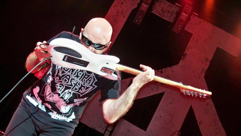 Joe Satriani Does Jimi Hendrix Teeth Jam