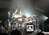Chi-Town - Chad Smith doin his thing!   Great Ass Pic!!!