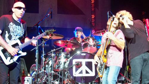 Chickenfoot Rocks the House!!