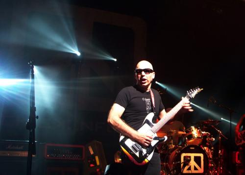 Joe Satriani with Chickenfoot in Paris