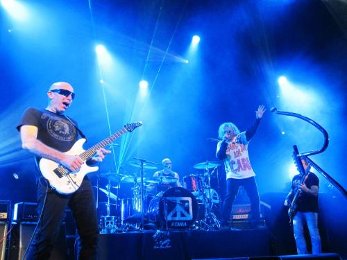 Chickenfoot blasting the roof off of the Chicago Theatre