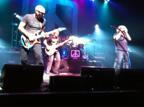 Chickenfoot rules Paris